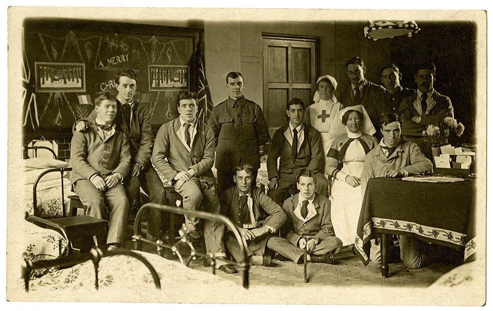 Postcard of nurses and soldiers at the First Northern Hospital